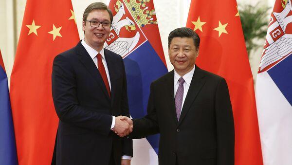 Aleksandar Vucic, presidente de Serbia y su homólogo chino, Xi Jinping - Sputnik Mundo