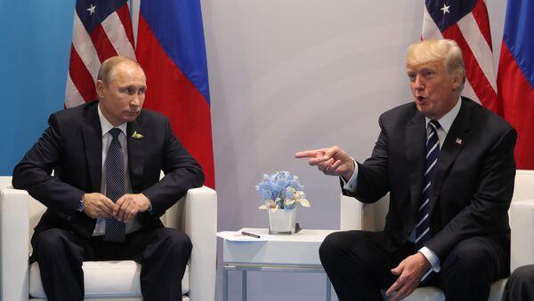 Presidente de Rusia, Vladímir Putin, y presidente de EEUU, Donald Trump - Sputnik Mundo