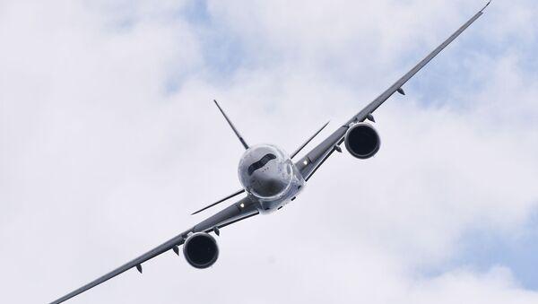 Un avión de pasajeros Airbus A350 - Sputnik Mundo