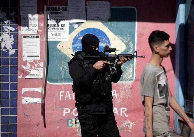 Agente de policía brasileña