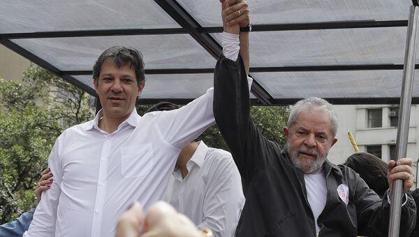 Exalcalde del municipio de São Paulo, Fernando Haddad, y expresidente brasileño, Luiz Inácio Lula da Silva - Sputnik Mundo