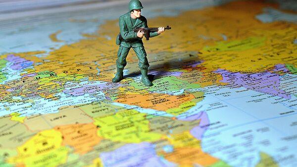 Un soldado sobre el mapa de Oriente Próximo - Sputnik Mundo