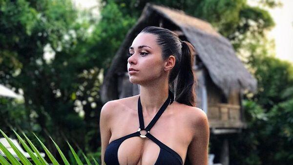 Una modelo rusa semidesnuda demuestra su amor a Darth Vader en Tataouine (fotos) - Sputnik Mundo