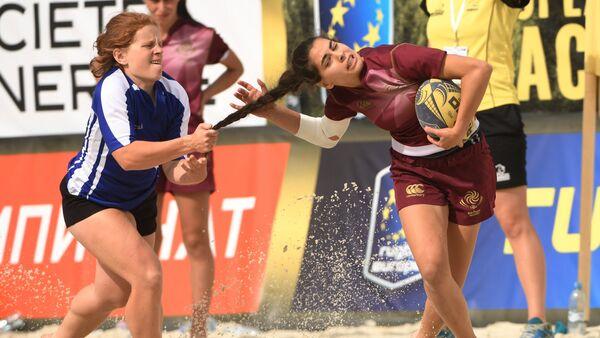 Bellas, fuertes y furiosas: las participantes del Campeonato de Rugby Playa en Moscú - Sputnik Mundo