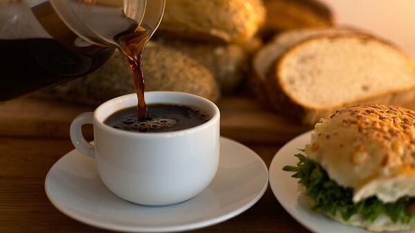 Café y pan al desayuno - Sputnik Mundo