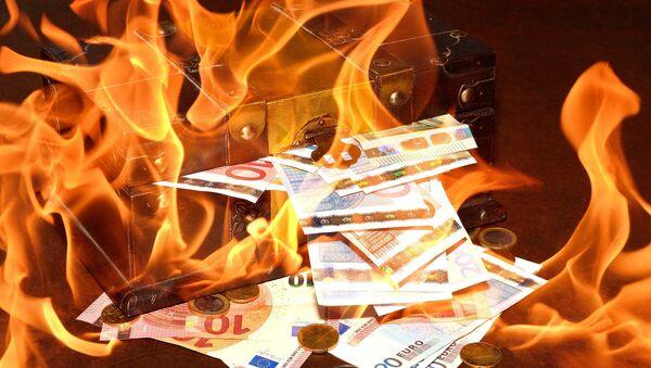 Dinero en llamas - Sputnik Mundo