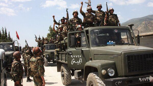 Soldados del Ejército sirio victoriosos - Sputnik Mundo