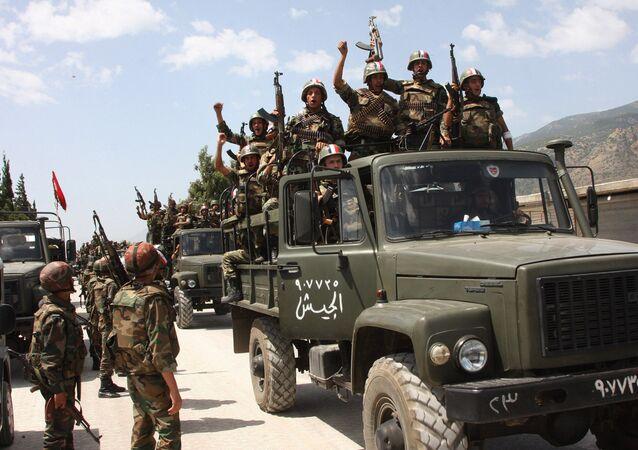 Soldados del Ejército sirio victoriosos