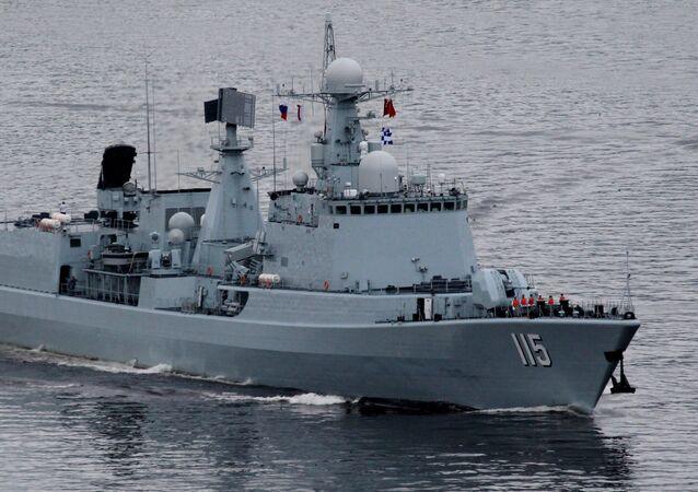 Un destructor de la Armada china sale a la mar durante los ejercicios navales entre China y Rusia en Vladivostok en 2015, imagen referencial