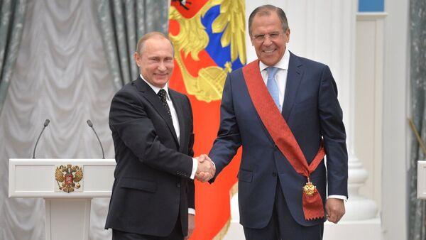 El presidente de Rusia, Vladímir Putin, y el ministro de Exteriores, Sergéi Lavrov - Sputnik Mundo