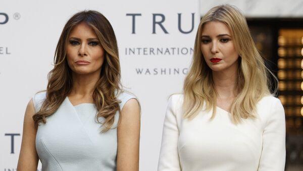La primera dama estadounidense, Melania Trump, junto con Ivanka Trump, la hija de Donald Trump - Sputnik Mundo