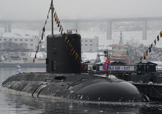 Un submarino de clase Varshavianka (archivo)