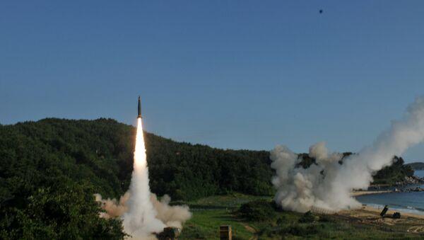 El lanzamiento del misil balístico de clase tierra-tierra ATACMS - Sputnik Mundo