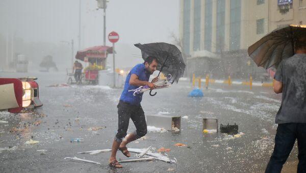 Un fuerte huracán en Estambul, Turquía - Sputnik Mundo