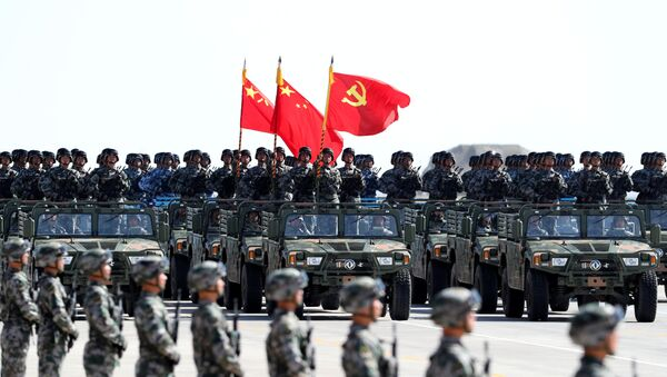 El Ejército de China durante el desfile militar - Sputnik Mundo