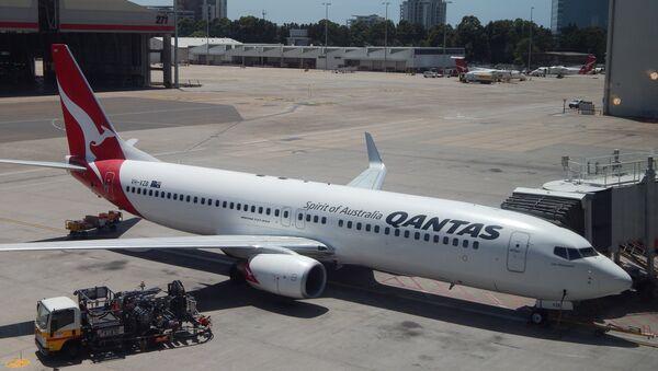 Un avión de Qantas en el aeropuerto de Sídney, Australia (archivo) - Sputnik Mundo