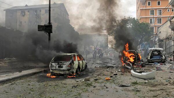 La explosión de un coche bomba en Mogadiscio - Sputnik Mundo