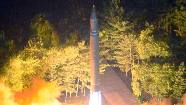 La segunda prueba del misil balístico intercontinental norcoreano Hwasong-14 - Sputnik Mundo