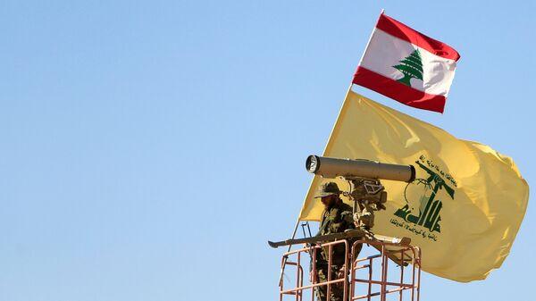 Un miembro del Hizbulá en la frontera siria-libanesa (archivo) - Sputnik Mundo