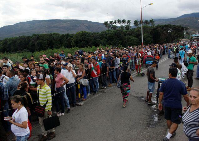 Los venezolanos en la frontera con Colombia