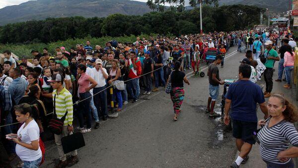 Los venezolanos en la frontera con Colombia - Sputnik Mundo