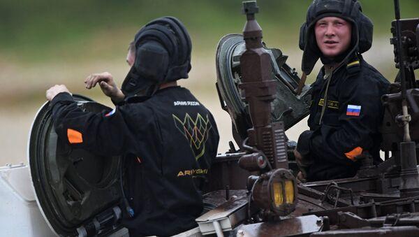 Operadores de tanque rusos en los Juegos Militares Internacionales Army Games 2017 - Sputnik Mundo