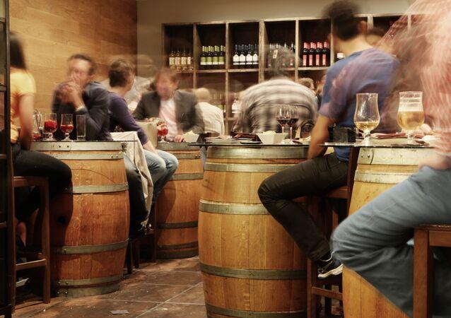 En un bar (archivo)