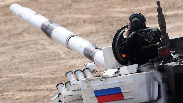 La tripulación de Rusia en el biatlón de tanques - Sputnik Mundo