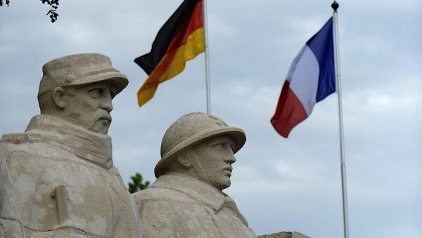 Banderas de Alemania y Francia en el memorial dedicado a la batalla de Verdún, Francia - Sputnik Mundo
