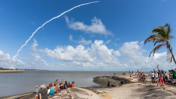 Lanzamiento de un cohete desde el puerto espacial de Kourou, en la Guayana Francesa (archivo) - Sputnik Mundo