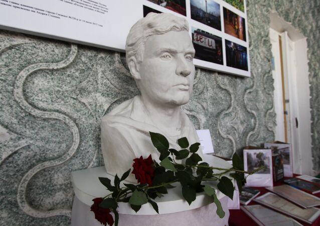 Busto del corresponsal gráfico ruso Andréi Stenin (archivo)