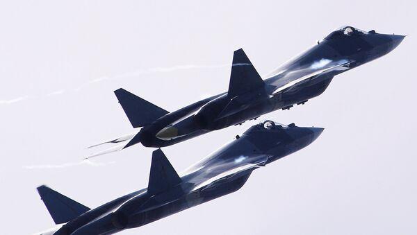 Dos aviones T-50 vuelan durante el Salón Aeroespacial Internacional MAKS 2017 - Sputnik Mundo