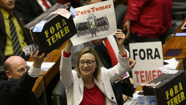 Diputados brasileños de la oposición protestan contra Michel Temer - Sputnik Mundo