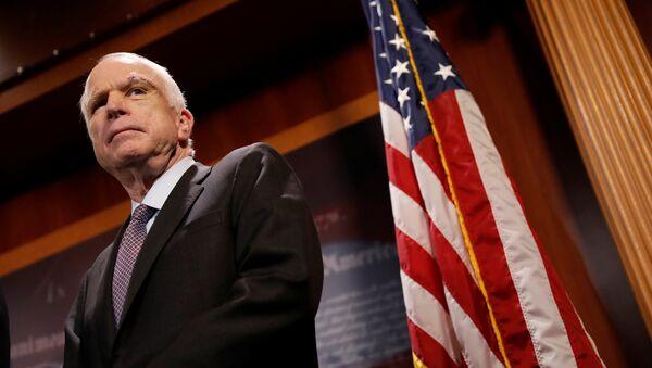 Senador de Arizona, John McCain - Sputnik Mundo