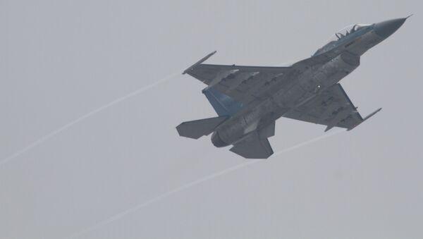 Un caza japonés F-2, posible portador de los misiles antibuque XASM-3 - Sputnik Mundo