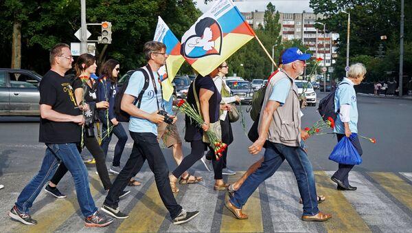 Participantes del rally Berlín-Moscú - Sputnik Mundo