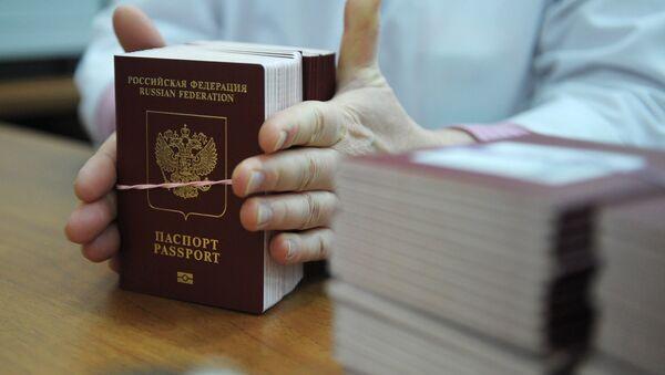 Pasaporte extranjero de Rusia (imagen referencial) - Sputnik Mundo