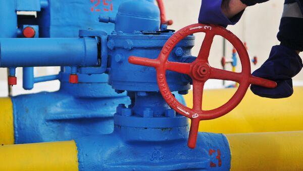 Una válvula en la estación de distribución del gas - Sputnik Mundo