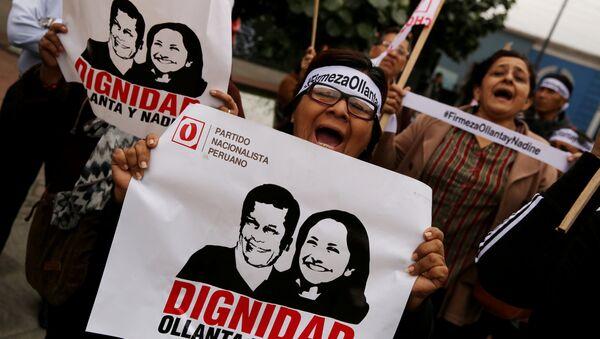 Manisfestación de personas en apoyo al expresidente peruano Ollanta Humana y su esposa Nadine Heredia - Sputnik Mundo