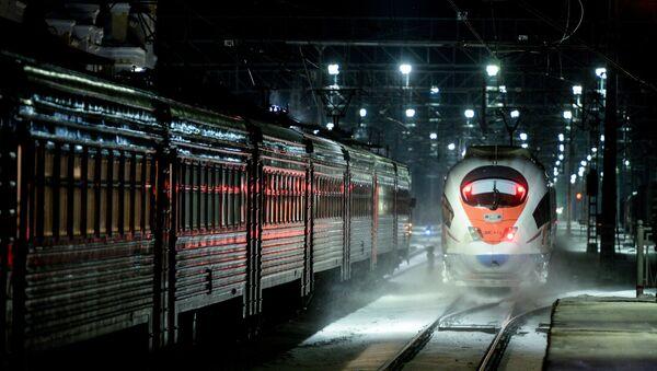 Скоростной поезд Сапсан в Новгородской области - Sputnik Mundo