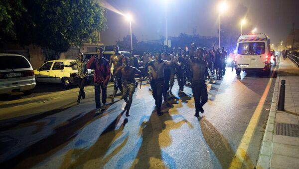 Migrantes africanos en Ceuta - Sputnik Mundo