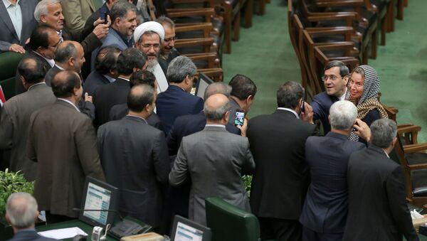 Federica Mogherini en el Parlamento de Irán - Sputnik Mundo