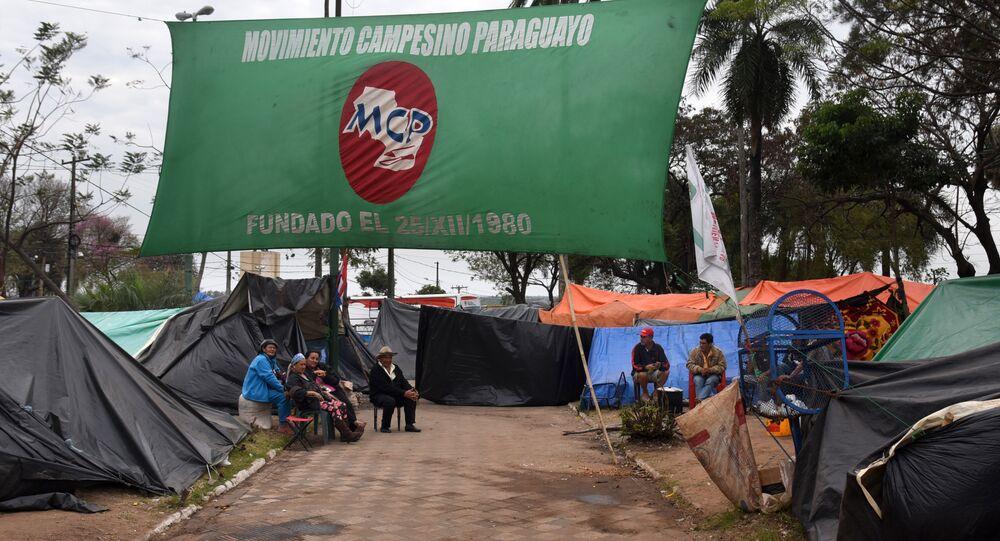 Campesinos paraguayos en la plaza de Armas frente al Congreso Nacional en Asunción, Paraguay (archivo)