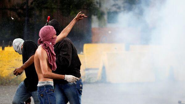 Protestas en las afueras de la base militar de Valencia, Venezuela - Sputnik Mundo