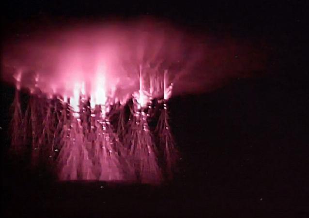 Relámpagos rojos en forma de medusa iluminan los cielos de Rusia