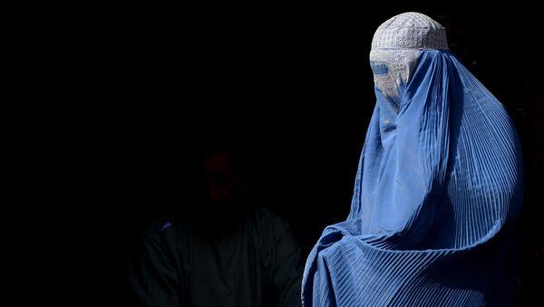 Una mujer en burka (imagen referencial) - Sputnik Mundo