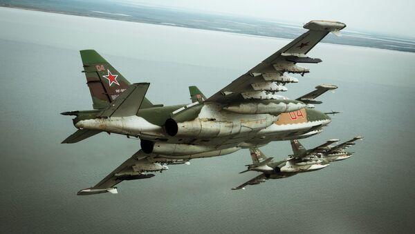 Штурмовики Су-25СМ3 во время летно-специальной подготовки экипажей в Приморско-Ахтарске - Sputnik Mundo