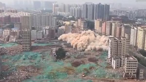Efecto dominó: demuelen en China 36 edificios en 36 segundos - Sputnik Mundo