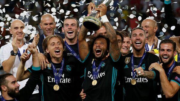 Equipo de Real Madrid celebra su victoria en Supercopa de Europa - Sputnik Mundo