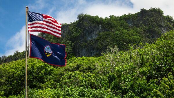 Banderas de EEUU y Guam - Sputnik Mundo